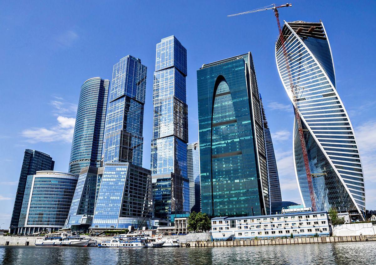 Фотообои Decoretto Москва-Сити, 180 х 127 см0236-15-22Фотообои Decoretto Москва-Сити позволят создать неповторимый облик помещения, в котором они размещены. Фотообои наносятся на стены тем же способом, что и обычные обои. Благодаря превосходной печати и высококачественной флизелиновой основе такие обои будут радовать вас долгое время. Фотообои снова вошли в нашу жизнь, став модным направлением декорирования интерьера. Выбрав правильную фактуру и сюжет изображения можно добиться невероятного эффекта живого присутствия.