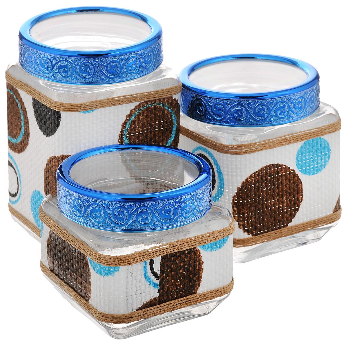 Набор банок для сыпучих продуктов Mayer & Boch, 3 шт. 25510FA-5125 WhiteНабор Mayer & Boch состоит из трех банок разного объема, предназначенных для хранения сыпучих продуктов. Банки выполнены из высококачественного стекла и декорированы оригинальными вставками из соломы. Крышки из АБС пластика декорированы изысканным рельефом. Банки прекрасно подходят для круп, орехов, сухофруктов, чая, кофе, сахара и других сыпучих продуктов. Герметичное закрытие позволяет сохранить продукты свежими. Оригинальный необычный дизайн стильно дополнит интерьер кухни. Такой набор станет желанным подарком для любой хозяйки. Объем банок: 770 мл, 1,15 л, 1,6 л. Размер банок (без учета крышек): 11 х 11 х 11 см; 11 х 11 х 14,2 см; 11 х 11 х 18,3 см.