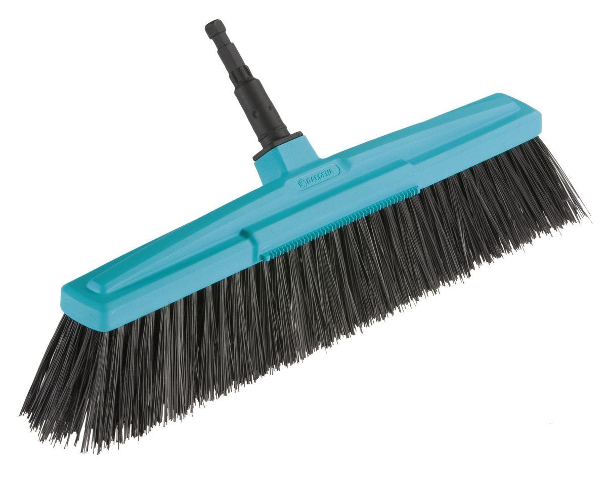 Щетка для дорожек Gardena, без ручки, 45 смNLED-420-1.5W-WЩетка для дорожек Gardena - идеальный инструмент для уборки сада и территории вокруг дома. Благодаря рабочей ширине и ударопрочному корпусу из высококачественного пластика, прочная щетка может использоваться для выполнения множества задач. За счет высококачественной и ровной щетины из полипропилена достигается оптимальная чистота и эффективность уборки. Кромка над щетиной, выполняющая функцию скребка, позволяет без усилий удалять утоптанную грязь или влажные листья. Щетка может использоваться с любой ручкой, однако рекомендуется использовать ручку длиной 130 см или 150 см, в зависимости от роста пользователя. Рабочая ширина - 45 см.