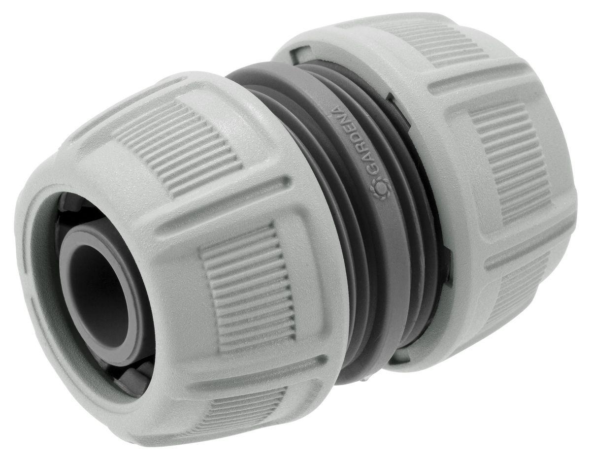 Муфта ремонтная Gardena, 3/4106-026Муфта ремонтная Gardena позволяет быстро и легко нарастить шланг или подключить необходимый аксессуар. Все соединения герметичны. Вырежьте поврежденный участок, соедините образовавшиеся концы с помощью этой муфты, и шланг снова готов к работе. Новая затяжная гайка позволяет более эффективно соединить шланг с муфтой. Подходит для ремонта шлангов диаметром 19 мм (3/4).