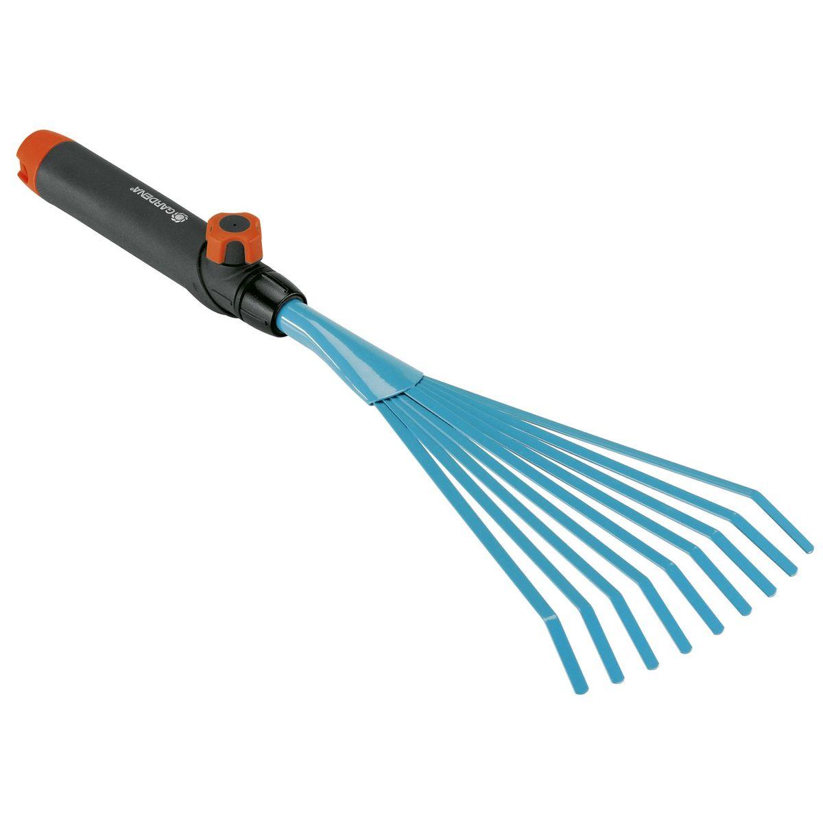 Грабли ручные Gardena112290Грабли ручные Gardena представляют собой идеальный инструмент для сбора листьев, сорняков и скошенной травы. Ручка специальной формы которая удобно лежит в руке легко снимается и может быть заменена на любую другую ручку, которая будет подходить пользователю по росту и избавлять от необходимости нагибаться. Грабли выполнены из высококачественной стали с покрытием из дюропласта. Рабочая ширина граблей - 12 см;Рекомендуемая длина ручки - 150 см.
