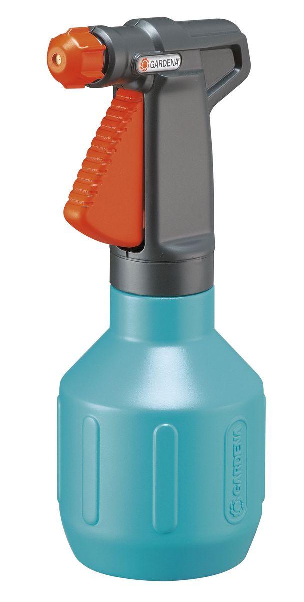 Опрыскиватель ручной Gardena Comfort, 0,5 лLM-DE-LED-136-GОпрыскиватель ручной Gardena Comfort объемом 0,5 литр представляет собой идеальный универсальный инструмент для орошения небольших участков в саду и дома. Опрыскиватель прост и удобен в эксплуатации. Ручка эргономичной формы идеально лежит в руке, а форсунка позволяет плавно регулировать режим подачи воды: от сильной струи до мелкодисперсного распыления. Кроме этого, широкое заливочное горло облегчает процесс заливки воды. Практичный фильтр на всасывающем патрубке предохраняет форсунку от засорения. Опрыскиватель снабжен индикатором уровня, который позволяет определять количество оставшейся жидкости, не открывая при этом емкость.