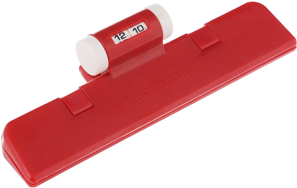Клипса для пакетов Tescoma 4Food, с механическим индикатором, цвет: красный, длина 15 см115510Клипса Tescoma 4Food, выполненная из пластика, отлично подходит для закрывания пакетов. Изделие оснащено механическим индикатором, благодаря которому вы можете установить дату (день и месяц) и всегда быть уверенным в сроке годности продуктов. Клипса Tescoma 4Food надолго сохранит вкус и свежесть продуктов. Можно использовать вхолодильнике. Нельзя мыть в посудомоечной машине. Длина рабочей поверхности: 15 см.