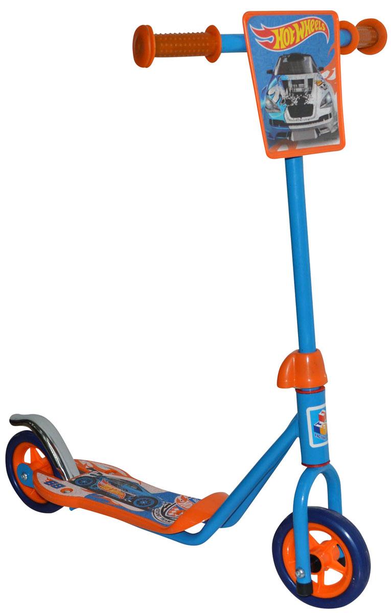 1TOY Самокат двухколесный Hot Wheels цвет оранжевый голубойТ57569Самокат двухколесный 1TOY Hot Wheels - яркий самокат предназначен для начинающих гонщиков. Колеса из вспененной резины хорошо держат дорогу, а надежный ножной тормоз вовремя остановит разогнавшегося малыша. Ручки руля снабжены мягкими резиновыми накладками, чтобы ребенок не натер ладошки во время долгого путешествия.
