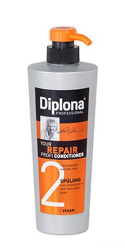 Кондиционер Diplona Professional Your Repair Profi, для сухих и поврежденных волос, 600 мл95173Кондиционер Diplona Professional Your Repair Profi - профессиональная помощь для сухих и поврежденных волос. Основные компоненты:Протеины пшеницы - увлажняют кожу, способствуют восстановлению блеска и эластичности волос, обеспечивают защиту и питание сухих волос. Пантенол - помогает восстановить поврежденные волосяные луковицы и секущиеся концы волос. Витамин В3 - благодаря своему сосудорасширяющему действию позволяет облегчить проникновение активных веществ, что благоприятно влияет на рост волос. Экстракт черной смородины - богат витаминами А, В и С, которые питают и защищают волосы от самых корней. Витамин Е - восстановляет первоначальную структуру волос, укрепляет корневые луковицы, придает волосам блеск и объем. Характеристики: Объем: 600 мл. Производитель: Германия. Артикул: 95173.Diplona Professionalсуществует на немецком рынке более 40 лет, была разработана совместно с лучшим стилистом, неоднократным победителем конкурсов парикмахерского искусства Германии и основателем немецких салонов красоты с 60-летней историей Дитером Брюннетом.Товар сертифицирован.