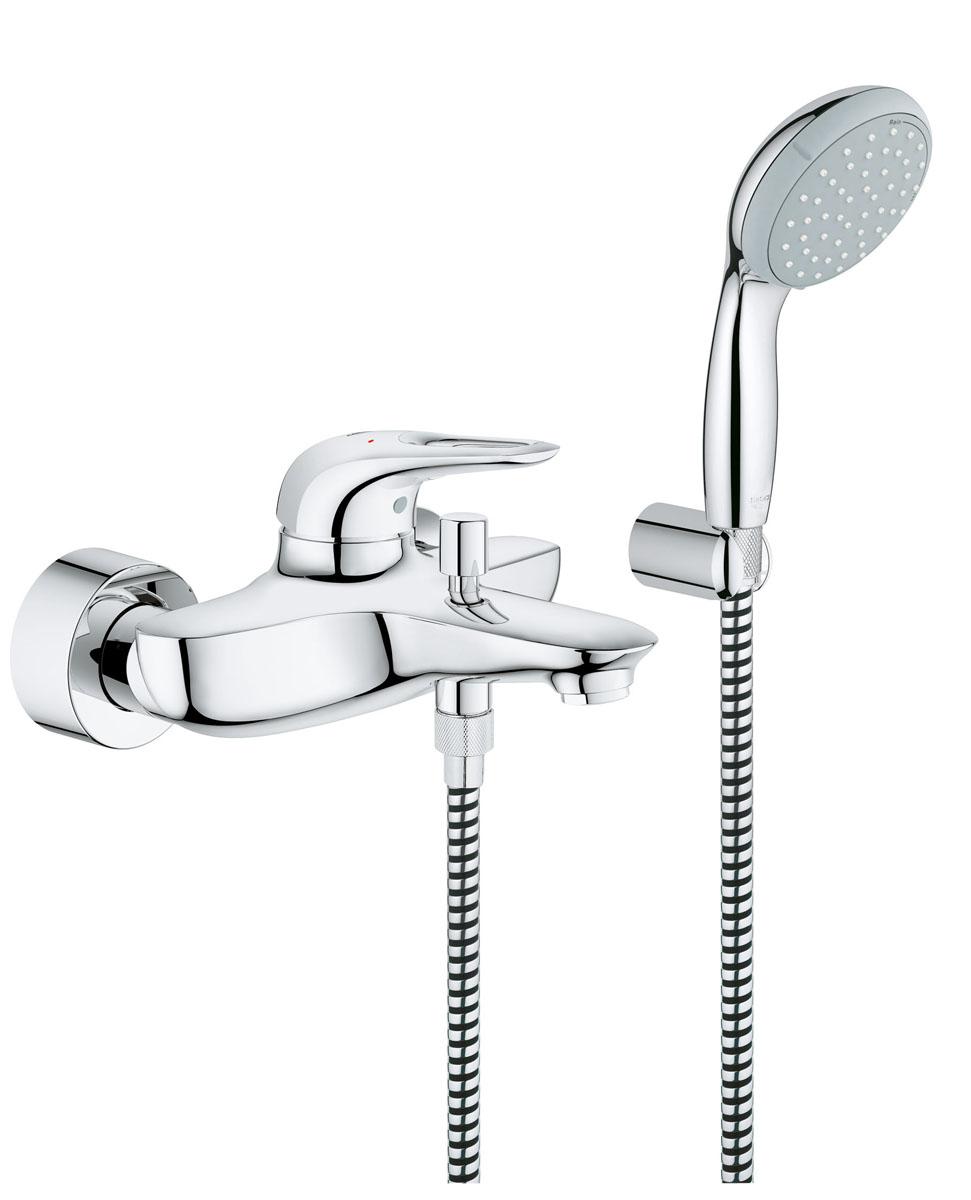Смеситель для ванны Grohe Eurostyle New, с душевым наборомBL505Смеситель для ванны Grohe Eurostyle New с душевым набором - элегантная модель с многослойным сияющим хромированным покрытием StarLight, выполненная в универсальном дизайне. Покрытие устойчиво к появлению царапин, не тускнеет со временем и очень легко очищается. Модель оборудована краном для ванной и фланцем для подключения душа, а также гарнитуром с ручным душем New Tempesta 100. Металлический рычаг смесителя Grohe Eurostyle New выполнен по технологии SilkMove, которая обеспечивает плавность и легкость регулировки температуры и напора воды даже после многолетней эксплуатации. Для смены режимов ванна-душ установлен автоматический переключатель. В модели реализована технология EcoJoy, которая обеспечивает экономный расход воды, снижая ее потребление до 50% без ущерба для потребительских качеств - с полноценной струей воды.