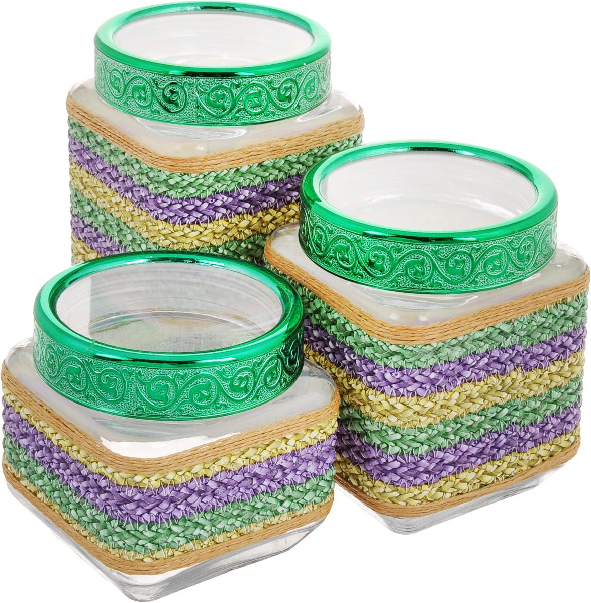 Набор банок для сыпучих продуктов Mayer & Boch, цвет: прозрачный, зеленый, сиреневый, 3 шт. 25514VT-1520(SR)Набор Mayer & Boch состоит из трех банок разного объема, предназначенных для хранения сыпучих продуктов. Банки выполнены из высококачественного стекла и декорированы оригинальными вставками из соломы и полиуретана. Крышки из АБС пластика декорированы изысканным рельефом. Банки прекрасно подходят для круп, орехов, сухофруктов, чая, кофе, сахара и других сыпучих продуктов. Герметичное закрытие позволяет сохранить продукты свежими. Оригинальный необычный дизайн стильно дополнит интерьер кухни. Такой набор станет желанным подарком для любой хозяйки. Объем банок: 770 мл, 1,15 л, 1,6 л. Размер банок: 11 х 11 х 11 см; 11 х 11 х 15 см; 11 х 11 х 19 см.