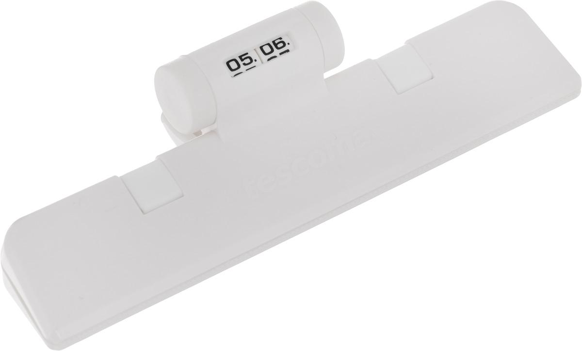 Клипса для пакетов Tescoma 4Food, с механическим индикатором, цвет: белый, длина 15 см897422Клипса Tescoma 4Food, выполненная из пластика, отлично подходит для закрывания пакетов. Изделие оснащено механическим индикатором, благодаря которому вы можете установить дату (день и месяц) и всегда быть уверенным в сроке годности продуктов. Клипса Tescoma 4Food надолго сохранит вкус и свежесть продуктов. Можно использовать вхолодильнике. Нельзя мыть в посудомоечной машине. Длина рабочей поверхности: 15 см.