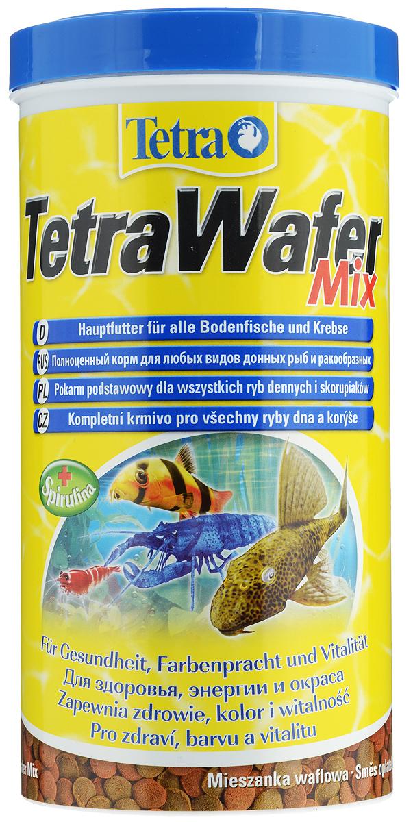 Корм Tetra TetraWafer Mix для всех видов донных рыб и ракообразных, пластинки, 1000 мл (480 г)0120710Корм Tetra TetraWafer Mix - это высококачественная смесь основного корма и креветок для кормления травоядных, хищных и донных рыб. Идеально подходит для кормления ракообразных (креветок, крабов, раков), сомовых и других придонных обитателей. Для травоядных донных рыб в аквариуме идеально подходят зеленые пластинки из водорослей спирулины, а коричневые - идеальны для хищников. Корм не мутит и не загрязняет воду благодаря плотному составу. Форма пластинок соответствует свойствам природного корма, позволяет кормить рыб разных размеров. Множество отборных высококачественных компонентов, витаминов, минералов и аминокислот обеспечивают питательными и энергетическими потребностями даже наиболее требовательных видов аквариумных рыб. Рекомендации оп кормлению: кормить несколько раз в день маленькими порциями. Состав: рыба и побочные рыбные продукты, экстракты растительного белка, зерновые культуры, растительные продукты, моллюски и раки, дрожжи, водоросли (спирулина 1,5%), минеральные вещества, масла и жиры.Аналитические компоненты: сырой белок - 45%, сырые масла и жиры - 6%, сырая клетчатка - 2%, содержание влаги - 9%. Добавки: витамины, провитамины и химические вещества с аналогичным воздействием. Товар сертифицирован.