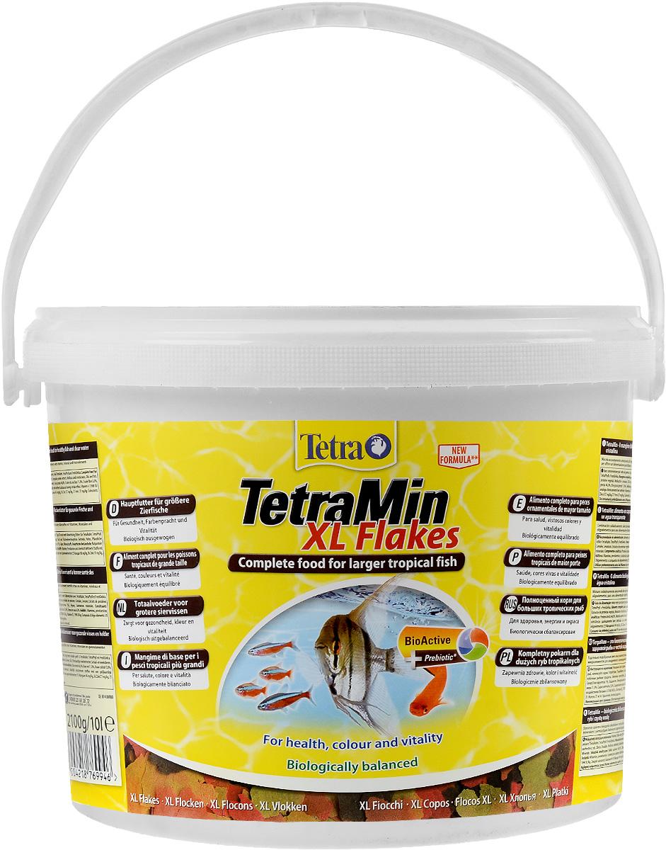 Корм Tetra TetraMin. XL Flakes для больших тропических рыб, крупные хлопья, 10 л (2,1 кг)0120710Корм Tetra TetraMin. XL Flakes - это биологически сбалансированный корм в виде хлопьев, предназначенный для больших тропических декоративных рыб. Тщательно подобранная смесь высокопитательных функциональных ингредиентов, витаминов, минералов и микроэлементов для ежедневного полноценного питания рыб. С хлопьями TetraMin ваши рыбки питаются безопасным кормом в виде хлопьев, подходящим по размеру для больших рыб. Смесь семи разных видов хлопьев из более чем 40 видов высококачественного сырья легко усваивается рыбами. Исключительное свойство хлопьев плавать и медленно погружаться в воду обеспечивает оптимальное поглощение корма разными видами рыб. Запатентованная БиоАктив-формула поддерживает работоспособность иммунной системы, обеспечивая высокую продолжительность жизни. Корм содержит пребиотики для улучшенного функционирования организма и усвоения питательных веществ. При регулярном кормлении TetraMin сокращается концентрация нитратов, и улучшается качество воды. Кормить несколько раз в день небольшими порциями. Состав: рыба и побочные рыбные продукты, зерновые культуры, дрожжи, экстракты растительного белка, моллюски и раки, масла и жиры, сахар (олигофруктоза 1%), водоросли, минеральные вещества. Аналитические компоненты: сырой белок 46%, сырые масла и жиры 11%, сырая клетчатка 3%, влага 6%. Добавки: витамины, провитамины и химические вещества с аналогичным воздействием: витамин А 37680 МЕ/кг, витамин Д3 1990 МЕ/кг. Комбинации микроэлементов: Е5 марганец 96 мг/кг, Е6 цинк 57 мг/кг, Е1 железо 37 мг/кг. Красители, антиоксиданты. Товар сертифицирован.