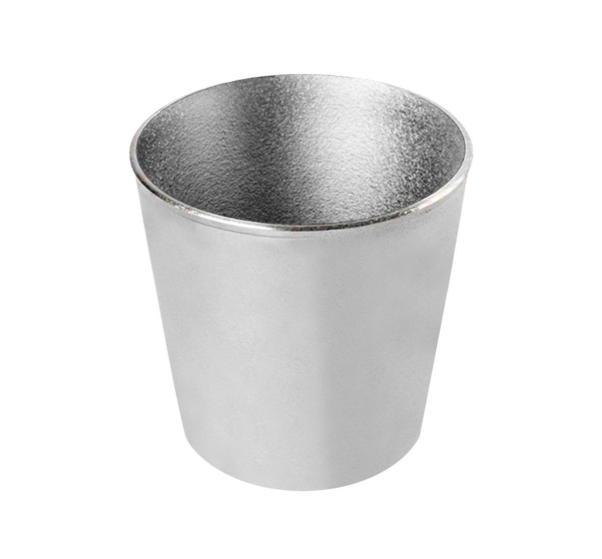 Форма для кулича Биол, 1,4 л391602Форма для кулича Биол изготовлена из прочного алюминия. Изделие специально предназначено для приготовления кулича. Можно использовать в духовом шкафу. Диаметр (по верхнему краю): 13,5 см. Диаметр основания: 10 см. Высота стенки: 14 см.