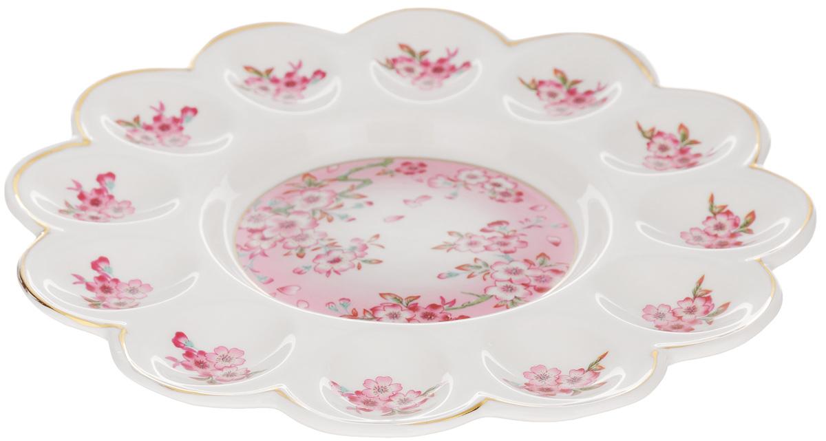 Тарелка для фаршированных яиц Elan Gallery Сакура, диаметр 24 см740138Тарелка для фаршированных яиц Elan Gallery Сакура, изготовленная из высококачественной керамики, украсит ваш праздничный стол. На изделии имеются специальные углубления для 12 яиц. Такая тарелка украсит сервировку вашего стола и подчеркнет прекрасный вкус хозяйки. Не рекомендуется применять абразивные моющие средства. Не использовать в микроволновой печи.Диаметр тарелки (по верхнему краю): 24 см.