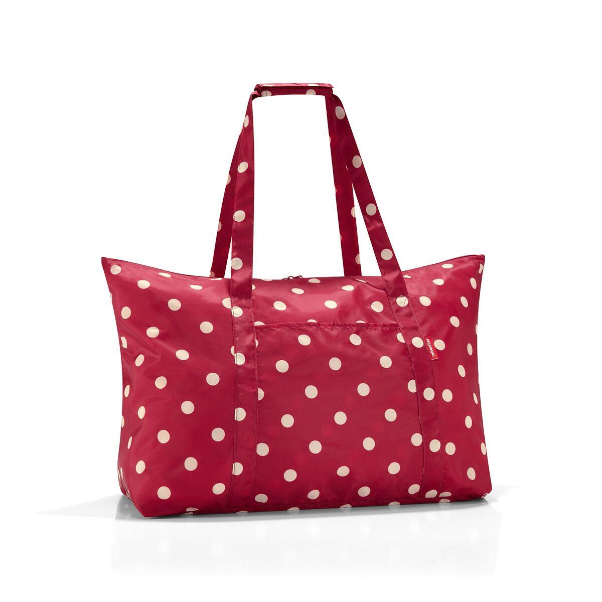 Сумка дорожная женская Reisenthel, цвет: красный. AG3014MD-659-2/3Идеальный компаньон для путешествий, ведь из поездки мы всегда возвращаемся со множеством сувениров и покупок. Так что еще одна сумка пригодится. Она легко складывается в маленький чехол, которые можно взять с собой в сумке или рюкзаке. Так же можно использовать для похода за продуктами.Внутренний объем сумки - 30 литров. Есть внешний кармашек для мелочей. Для удобства ручки сумки можно соединить между собой.
