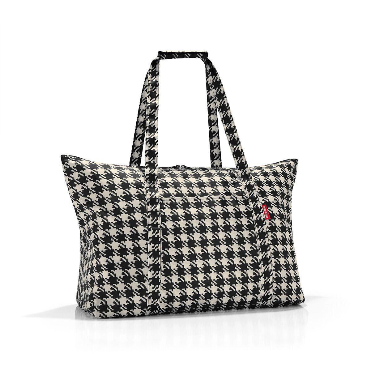 Сумка дорожная женская Reisenthel, цвет: черный. AG7028TD-531-3/1Идеальный компаньон для путешествий, ведь из поездки мы всегда возвращаемся со множеством сувениров и покупок. Так что еще одна сумка пригодится. Она легко складывается в маленький чехол, которые можно взять с собой в сумке или рюкзаке. Так же можно использовать для похода за продуктами.Внутренний объем сумки - 30 литров. Есть внешний кармашек для мелочей. Для удобства ручки сумки можно соединить между собой.