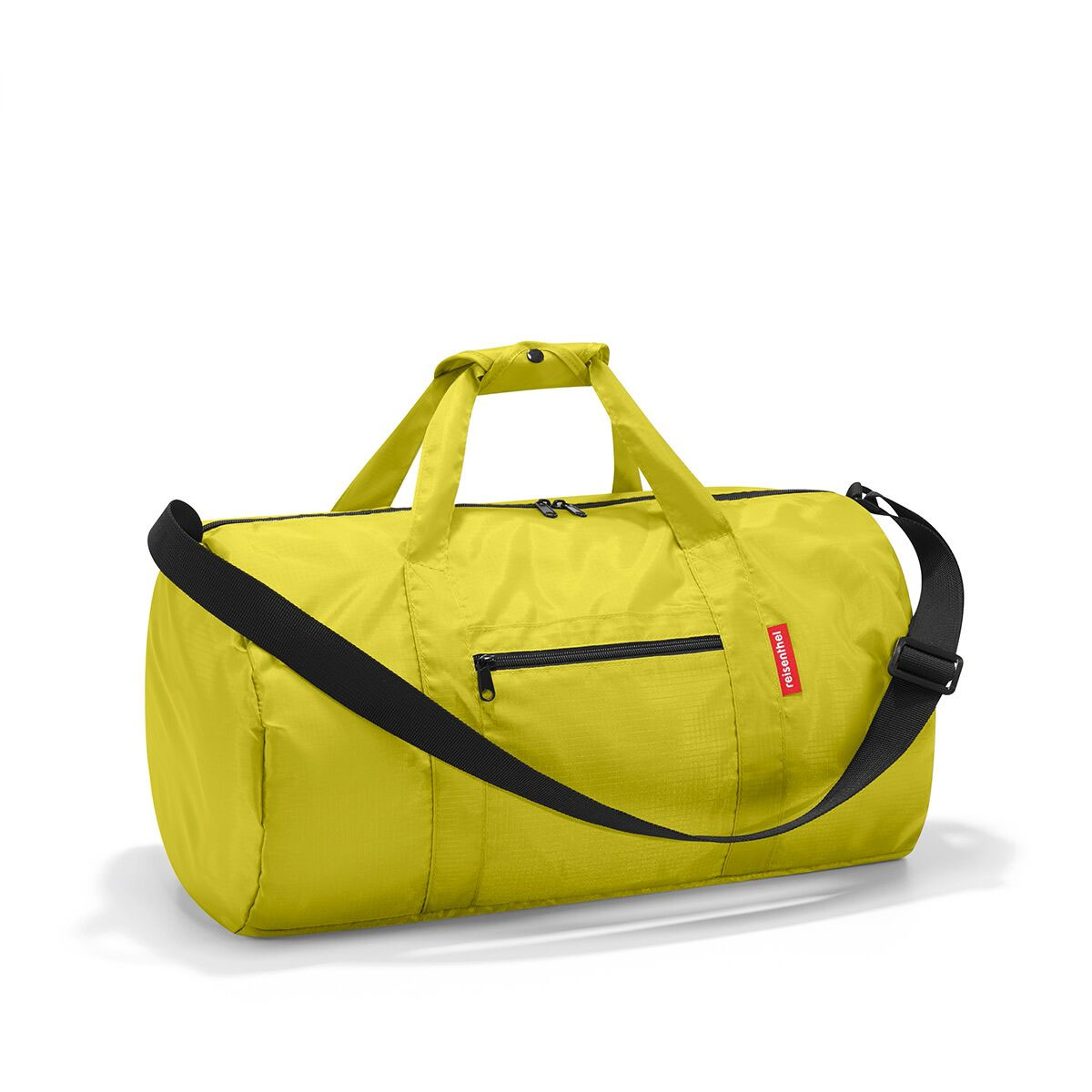 Сумка спортивная женская Reisenthel, цвет: зеленый. AM5001S76245Универсальная сумка-трансформер серии Mini Maxi, предназначенная для путешествий и спорта. Подходит для хранения, компактно складывается в собственный внутренний карман. У модели вместительное основное отделение на молнии, экономит место при хранении и перевозке в сложенном состоянии, регулируемый наплечный ремень, ручки для переноски, регулируемые при помощи специальных застежек, два внешних кармана на молнии, материал: высококачественный водостойкий полиэстер, объем – 20 литров.