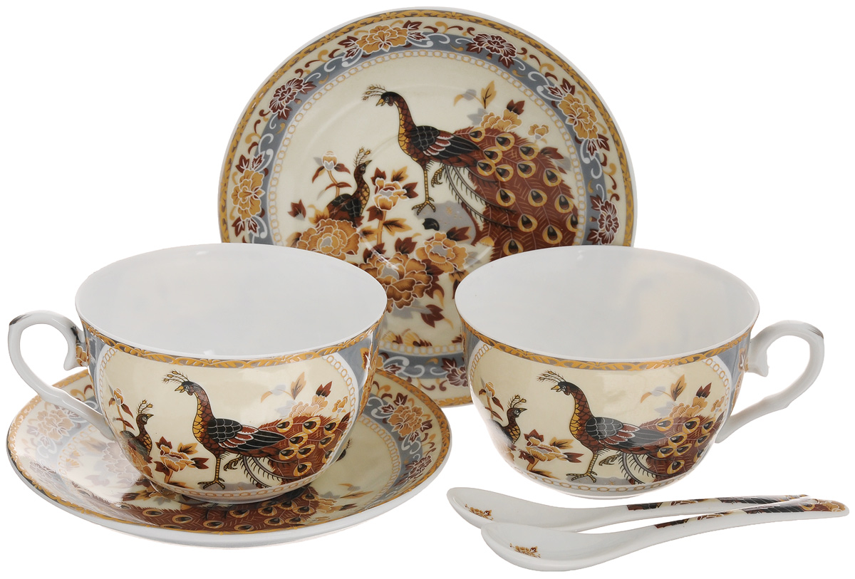 Набор чайный Elan Gallery Павлин на бежевом, 6 предметов115610Чайный набор Elan Gallery Павлин на бежевом состоит из 2 чашек, 2 блюдец и 2 ложек. Изделия, выполненные из высококачественной керамики, имеют элегантный дизайн и классическую круглую форму.Такой набор прекрасно подойдет как для повседневного использования, так и для праздников. Чайный набор Elan Gallery Павлин на бежевом - это не только яркий и полезный подарок для родных и близких, а также великолепное дизайнерское решение для вашей кухни или столовой. Не использовать в микроволновой печи.Объем чашки: 250 мл. Диаметр чашки (по верхнему краю): 9,5 см. Высота чашки: 6 см.Диаметр блюдца (по верхнему краю): 14 см.Высота блюдца: 2 см.Длина ложки: 13 см