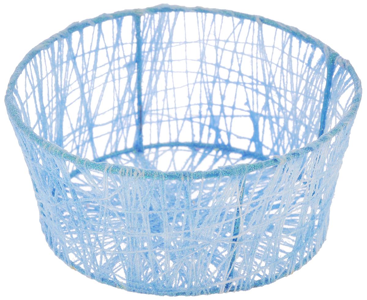Корзина декоративная Home Queen Паутинка, цвет: голубой, диаметр 14 смBK-3235Декоративная корзина Home Queen Паутинка предназначена для хранения пасхальных яиц. Изделие, украшенное блестками, имеет металлический каркас, обтянутый нитями из полиэстера. Такая корзина станет интересным и необычным подарком или украшением интерьера.