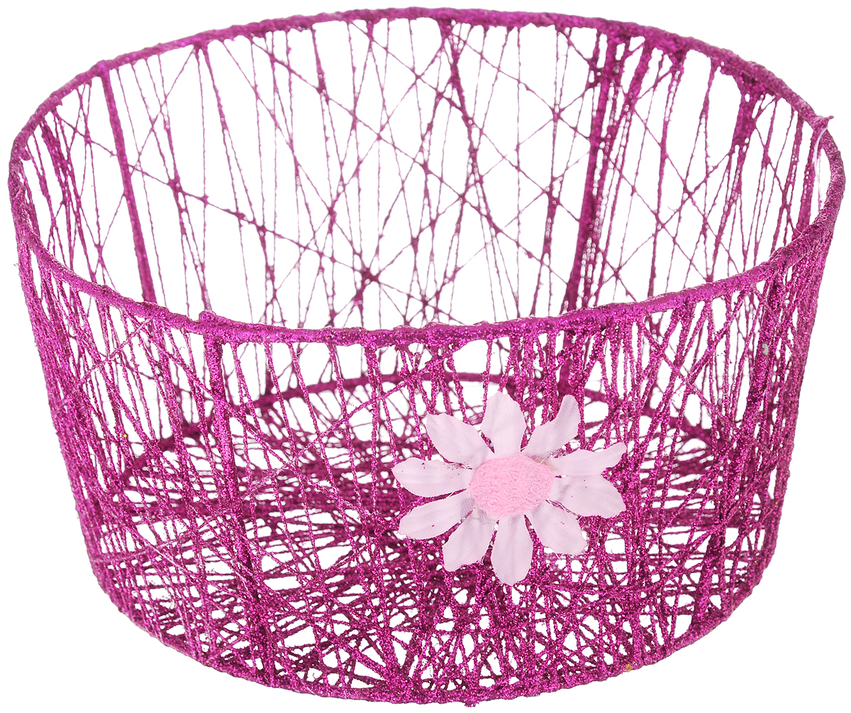 Корзина декоративная Home Queen Сияние, цвет: фиолетовый, диаметр 18 см68/5/4Декоративная корзинка Home Queen Сияние прекрасно подойдет для хранения пасхальных яиц, а также различных мелочей. Корзинка имеет металлический каркас, обтянутый нитями из полиэстера. Блестки придают изделию особый праздничный вид. Сбоку корзинка декорирована аппликацией в виде цветочка. Такая корзинка украсит интерьер дома к Пасхе, внесет частичку тепла и веселья в ваш дом.