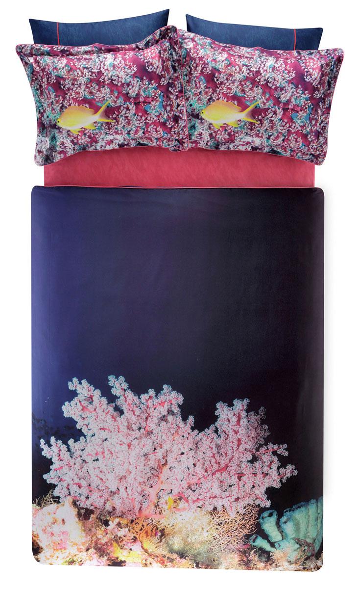 Комплект белья TAC Blush, 2-спальный, наволочки 50х70, цвет: темно-синий, розовый391602Роскошный комплект постельного белья TAC Blush выполнен из качественного плотного сатина и украшен изображением красочных морских обитателей и разнообразных растений. Комплект состоит из пододеяльника, простыни и четырех наволочек. Пододеяльник застегивается на пуговицы.Сатин – гладкая и прочная ткань, которая своим блеском, легкостью и гладкостью похожа на шелк, но выгодно отличается от него в цене. Сатин практически не мнется, поэтому его можно не гладить. Ко всему прочему, он весьма практичен, так как хорошо переносит множественные стирки.Доверьте заботу о качестве вашего сна высококачественному натуральному материалу.