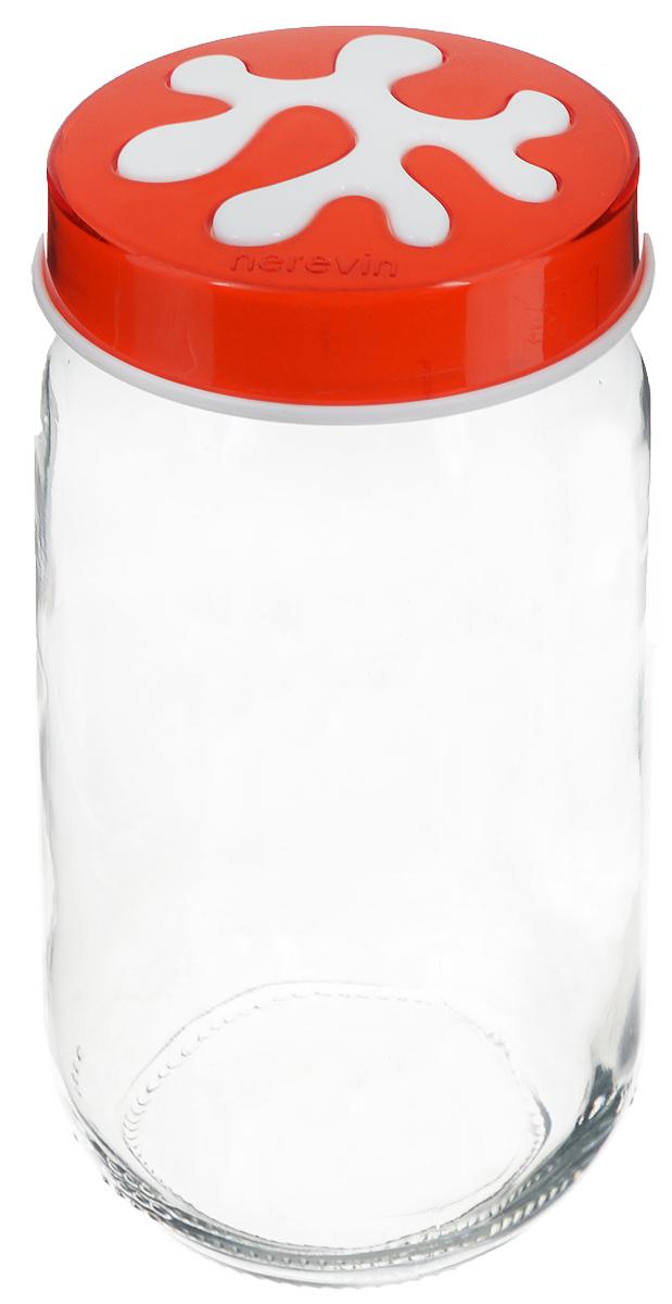 Банка для сыпучих продуктов Herevin, цвет: прозрачный, оранжевый, 1 л. 135377-007VT-1520(SR)Банка для сыпучих продуктов Herevin изготовлена из прочного стекла и оснащена плотно закрывающейся пластиковой крышкой. Благодаря этому внутри сохраняется герметичность, и продукты дольше остаются свежими. Изделие предназначено для хранения различных сыпучих продуктов: круп, чая, сахара, орехов и другого. Функциональная и вместительная, такая банка станет незаменимым аксессуаром на любой кухне. Можно мыть в посудомоечной машине. Пластиковые части рекомендуется мыть вручную.Объем: 1 л.Диаметр (по верхнему краю): 7,5 см.Высота банки (без учета крышки): 18 см.