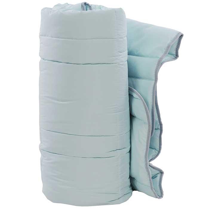 Одеяло TAC Casabel, наполнитель: силиконизированное волокно, цвет: голубой, 170 х 205 см531-105Двуспальное одеяло TAC Casabel подарит вам здоровый и комфортный сон. Чехол одеяла выполнен из мягкого, приятного на ощупь полиэфира. Наполнитель одеяла - силиконизированное полиэфирное волокно. Это полое, не склеенное, скрученное волокно. Оно проходит высокую степень силиконизации, тем самым увеличивается его упругость. В изделиях это определяет срок службы. Наполнитель экологически чистый, без запаха, не вызывает аллергии. Изделия с этим наполнителем отлично сохраняют тепло, держат объем, обладая при этом мягкостью и упругостью. Они легкие, гипоаллергенные, свободно пропускают воздух, в них не поселяются вредные микроорганизмы. Одеяло стирается в обычной стиральной машине, быстро сохнет, после стирки восстанавливает свой объем и форму. Одеяло простегано и окантовано, фигурная стежка равномерно удерживает наполнитель внутри и не позволяет ему скатываться. Ваше одеяло прослужит долго, а его изысканный внешний вид будет годами дарить вам уют.Плотность наполнителя: 150 г/м2.