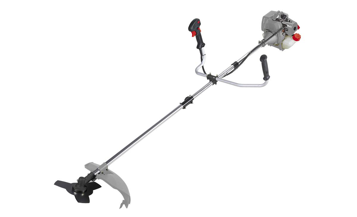 Триммер бензиновый Ставр ТБ-1000ЛР112940Бензиновый триммер Ставр ТБ-1000Л - легкий инструмент, при помощи которого можно подравнять траву на приусадебном участке, возле садового домика. В качестве режущего элемента используется нейлоновая леска или нож.Объем двигателя: 32,5 см3.Мощность: 1 кВт.Ширина скашивания: 44 см. Количество оборотов (леска): 9000 об/мин.Количество оборотов (нож): 9500 об/мин.Тип штанги: разборная.Топливная смесь: бензин АИ-92+Масло 25:1.