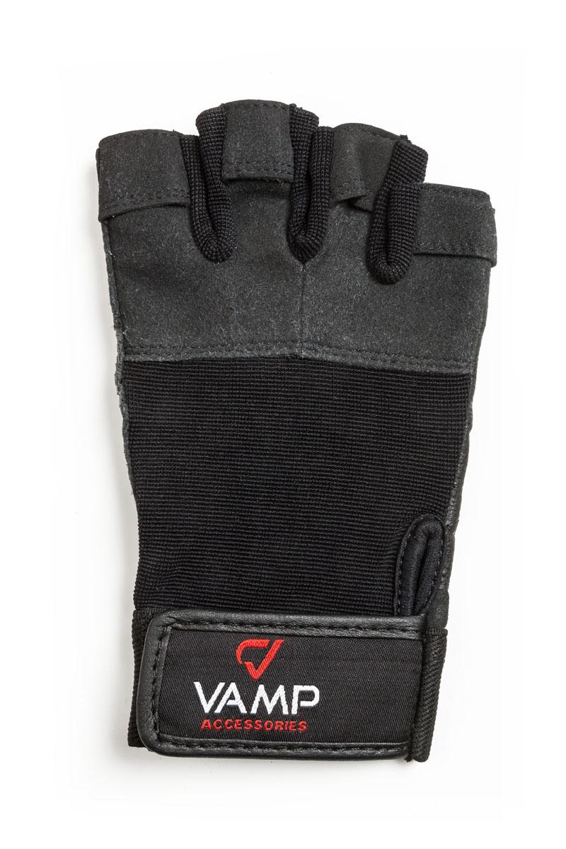 Перчатки для фитнеса мужские Vamp, цвет: черный. 530. Размер SУТ000001705Мужские перчатки повышенной прочности Vamp - для серьезных нагрузок.Они подходят для пауэрлифтинга и бодибилдинга. Перчатки необходимы для безопасной тренировки со снарядами (грифы, гантели), во время подтягиваний и отжиманий. Они минимизируют риск мозолей и ссадин на ладонях. Легко и просто снимаются с руки после тяжелой тренировки благодаря специальным вкладкам на пальцах. Застежка-липучка надежно зафиксирует перчатки на руках. - Легко и просто снимаются с руки после тяжелой тренировки благодаря специальным вкладкам на пальцах.- Застежка на липучке прочно фиксирует перчатку и удобно регулируется.- Между пальцами - многослойная лайкра.
