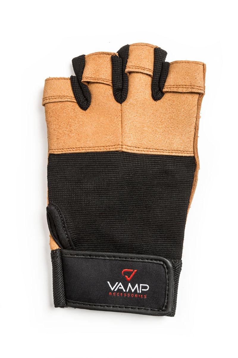 Перчатки для фитнеса Vamp мужские, цвет: коричневый. 530. Размер M0003954Перчатки для фитнеса Vamp мужские, выполнены из текстиля и полиэстера. Яркий внешний вид и сочетание остроумных конструктивных решений делают перчатки оптимальным выбором для занятий спортом. Перчатки необходимы для безопасной тренировки со снарядами (грифы, гантели), во время подтягиваний и отжиманий. Они минимизируют риск мозолей и ссадин на ладонях. Легко и просто снимаются с руки после тяжелой тренировки благодаря специальным вкладкам на пальцах. Застежка-липучка надежно зафиксирует перчатки на руках.