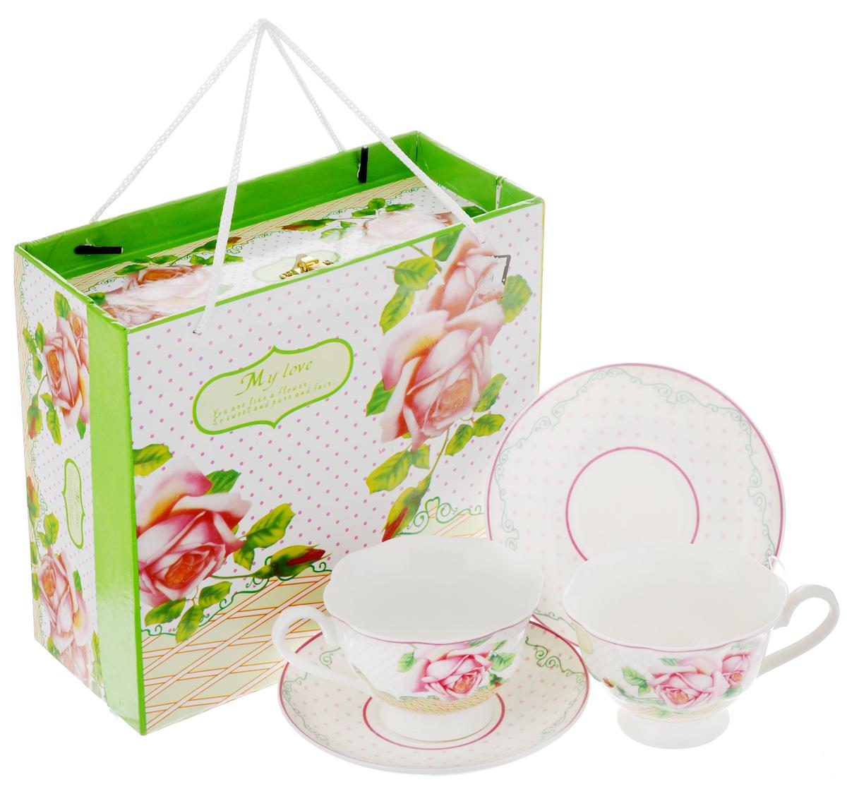 Набор чайный Loraine Розы, 4 предмета. 23023VT-1520(SR)Чайный набор Loraine Розы состоит из двух чашек и двух блюдец. Изделия выполнены из высококачественного костяного фарфора и оформлены ярким изображением цветов. Изящный дизайн и красочность оформления придутся по вкусу и ценителям классики, и тем, кто предпочитает утонченность и изысканность. Чайный набор - идеальный и необходимый подарок для вашего дома и для ваших друзей в праздники, юбилеи и торжества. Он также станет отличным корпоративным подарком и украшением любой кухни. Чайный набор упакован в подарочную коробку прямоугольной формы из плотного цветного картона, с замочком и веревочными ручками. Внутренняя часть коробки задрапирована белым атласом. Объем чашки: 200 мл. Диаметр чашки (по верхнему краю): 9,5 см. Высота чашки: 6,5 см. Диаметр блюдца: 14 см.
