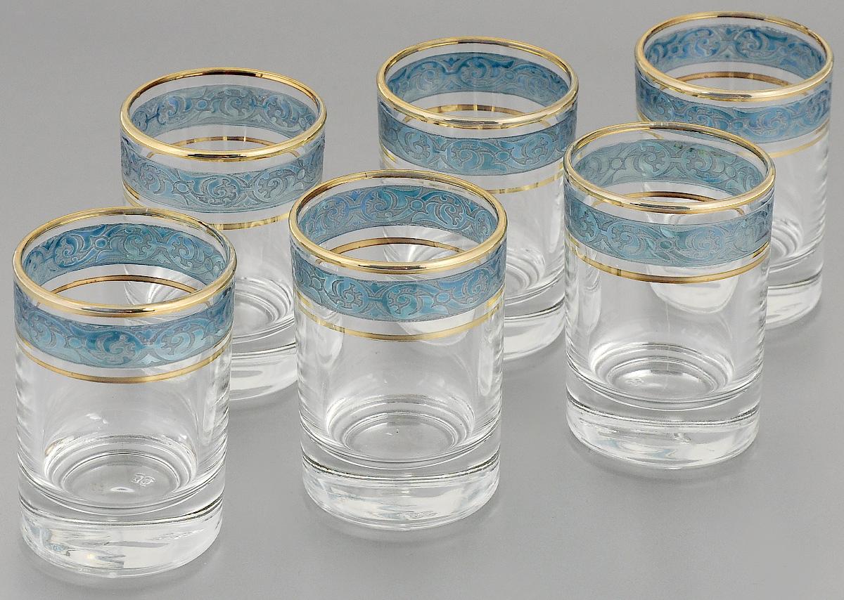 Набор стопок Гусь-Хрустальный Махараджа, цвет: прозрачный, синий, золотистый, 60 мл, 6 штVT-1520(SR)Набор Гусь-Хрустальный Махараджа состоит из 6 стопок, изготовленных из высококачественного натрий-кальций-силикатного стекла. Изделия оформлены рельефным узором и золотистой окантовкой. Такой набор прекрасно дополнит праздничный стол и станет желанным подарком в любом доме. Разрешается мыть в посудомоечной машине. Диаметр стопки (по верхнему краю): 4,5 см. Высота стопки: 6,7 см.