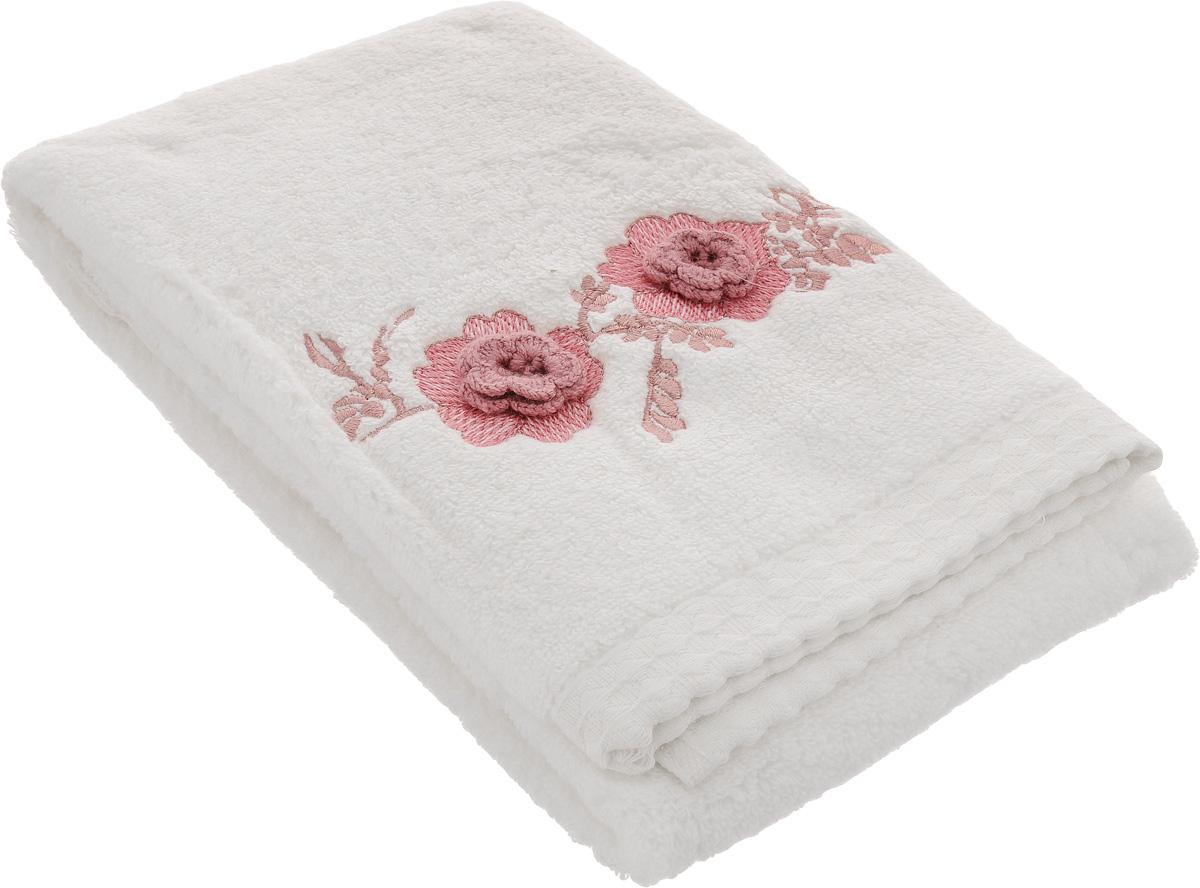 Полотенце махровое TAC Monrose, цвет: кремовый, розовый, 50 x 90 смУзТ-ПМ-112-08-21Полотенце TAC Monrose изготовлено из махровой ткани (100% хлопка) и декорировано изысканной вышивкой.Изделие отлично впитывает влагу, быстро сохнет, сохраняет яркость цвета и нетеряетформу даже после многократных стирок. Полотенце TAC Monrose приятно удивит и даст возможность почувствовать себятворцом окружающего декора. Оно создаст прекрасноенастроение иукрасит интерьер в ванной комнате.