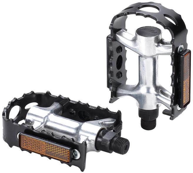 Педали BBB BigFeet, 2 штWRA523700Педали BBB BigFeet имеют кованый алюминиевый корпус. Обладают минимальным весом. Прочная ось выполнена из высококачественной хроммолибденовой стали. Зубчатая рамка держит при любой погоде. Два отражателя обеспечивают безопасность на дороге.