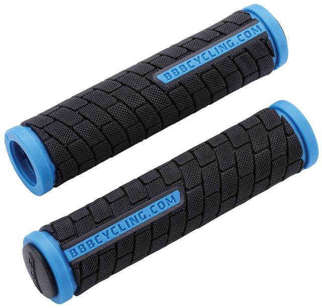 Грипсы BBB DualGrip, цвет: черный, синий, 12,5 см, 2 шт. BHG-06ASS-02 S/MГрипсы BBB DualGrip выполнены из мягкой двухкомпонентной резины. Рельефная текстура обеспечивает отличное сцепление. Грипсы предназначены для более удобного управления велосипедом.Две заглушки для руля в комплекте.Длина грипс: 12,5 см.