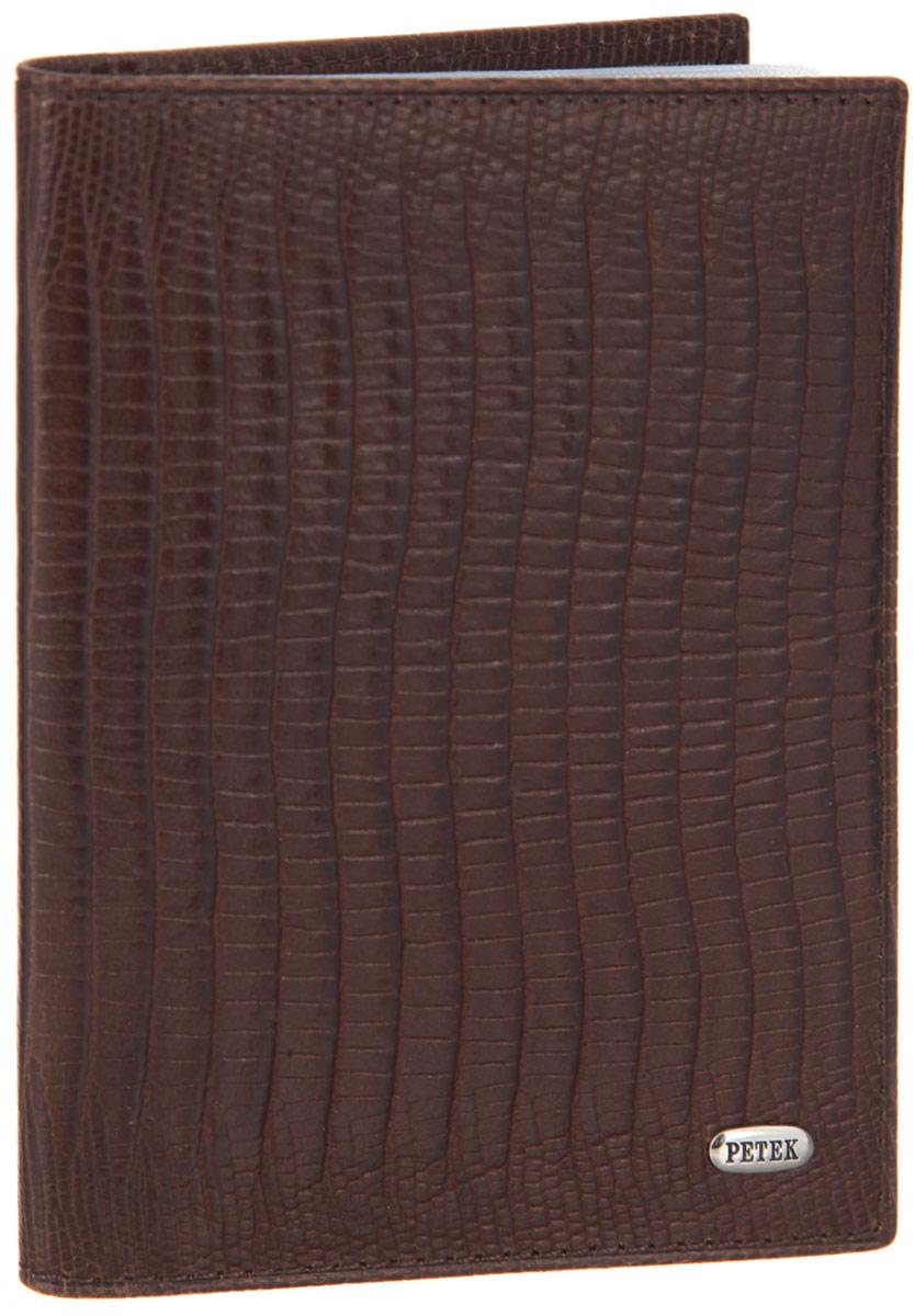 Обложка для автодокументов Petek 1855, цвет: коричневый. 584.041.02584.041.02 D.BrownСтильная обложка для автодокументов Petek 1855 изготовлена из натуральной кожи с декоративным фактурным тиснением под кожу рептилии, оформлена металлической пластиной с символикой бренда.Внутри изделия расположены четыре прорезных кармашка для пластиковых карт, сетчатый карман и вкладыш, включающий в себя шесть файлов под автодокументы. Изделие поставляется в фирменной упаковке.Практичная и удобная модель обложки предназначена для тех, кто предпочитает все необходимое хранить в одном месте.