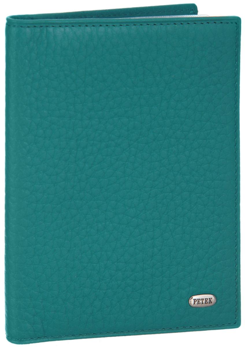 Обложка для автодокументов женская Petek 1855, цвет: морская волна. 584.46B.32DW90Стильная обложка для автодокументов Petek 1855 изготовлена из натуральной кожи с зернистой фактурой, оформлена металлической пластиной с символикой бренда.Внутри изделия расположены четыре прорезных кармашка для пластиковых карт, сетчатый карман и вкладыш, включающий в себя шесть файлов под автодокументы. Изделие поставляется в фирменной упаковке.Практичная и удобная модель обложки предназначена для тех, кто предпочитает все необходимое хранить в одном месте.