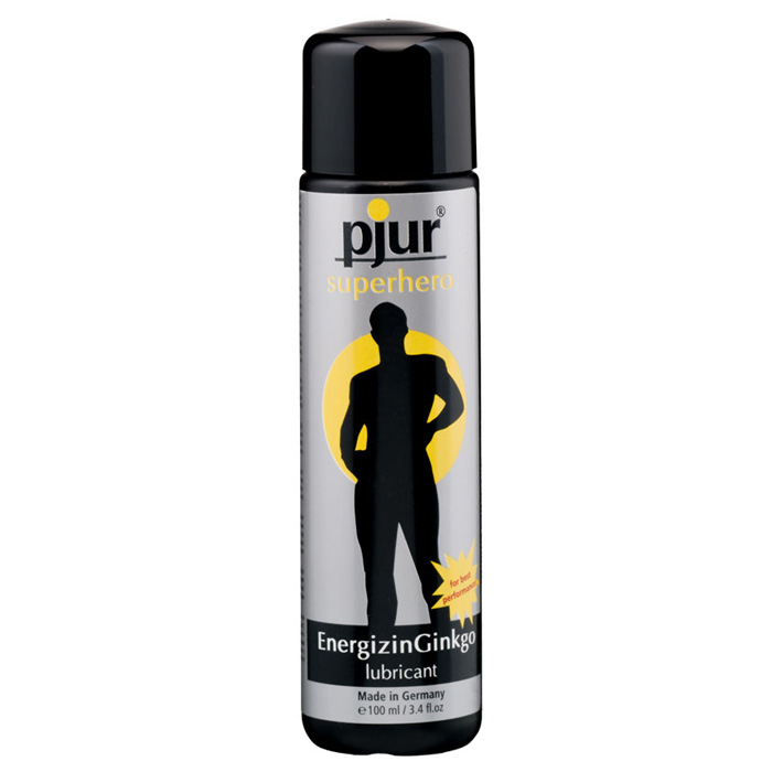 Pjur, Мужской лубрикант pjur superhero lubricant 100 млWS 7064Лубрикант на водной основе с экстрактом гингко билоба. Улучшает кровоснабжение, усиливает приток крови к половым органам, придает мужской силы и энергии. Безопасен при использовании с интимными игрушками и презервативом. Не имеет защитных свойств, не содержит спермицидов. Для наибольшего эффекта рекомендуется использовать с Pjur Superhero spray. Лубрикант наносится непосредственно перед половым контактом на половые органы.
