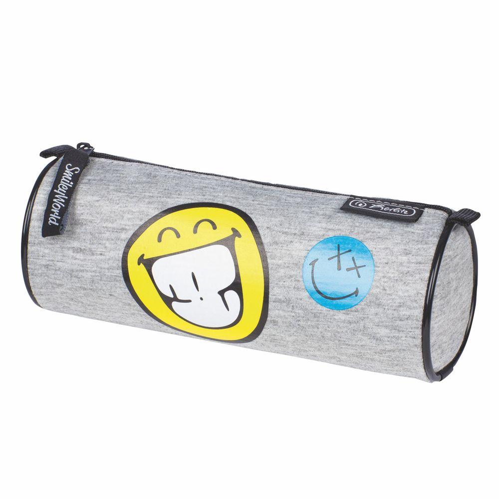 Herlitz Пенал Smileyworld FancyПК3-22/5084Пенал в виде косметички Herlitz Smileyworld Fancy выполнен из прочного материала и закрывается на застежку-молнию. Состоит из одного вместительного отделения.Этот пенал станет не только практичным, но и стильным школьным аксессуаром для любого ребенка.