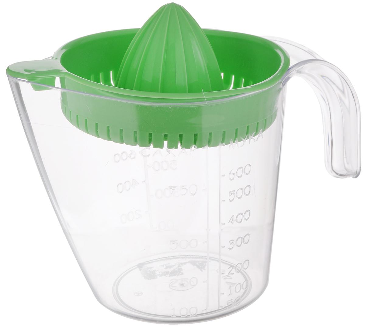 Соковыжималка для цитрусовых Альтернатива, ручная, с мерным стаканом, цвет: зеленый, 1,1 лZM-11026Ручная соковыжималка для цитрусовых Альтернатива, изготовленная из пластика, станет полезным аксессуаром на любой кухне. Она идеально подойдет для мелких и крупных цитрусовых фруктов. Достаточно разрезать фрукты пополам, зафиксировать на держателе и покрутить. Сок выливается в мерный стакан, входящий в комплект. Простая и удобная в использовании соковыжималка Альтернатива займет достойное место среди кухонного инвентаря. Размер соковыжималки: 16 см х 13,5 см х 6 см.Объем мерного стакана: 1100 мл.Диаметр стакана по верхнему краю: 13 см.Высота стакана: 13,5 см.