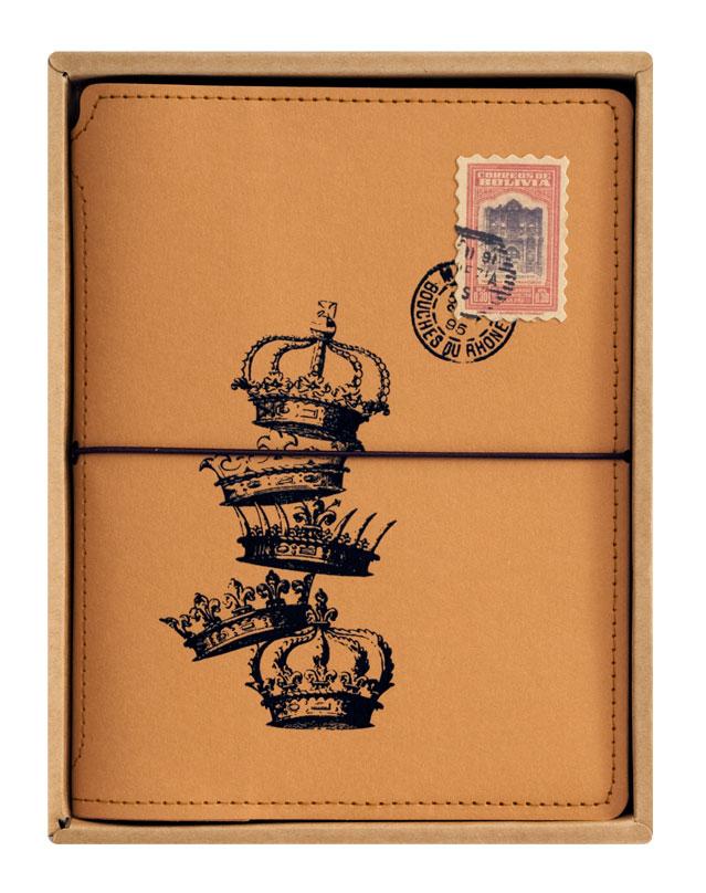Записная книжка Белоснежка Короны8361СЗаписная книжка Короны выполнена в популярном для скрапбукинга стиле Винтаж. Обложка изготовлена из качественного плотного крафт-картона и украшена принтами старинных корон. По периметру блокнот оформлен декоративной отстрочкой.Этот органайзер станет незаменим в делах и учебе, будет отличным помощником в ведении кулинарной книги или в сохранении творческих идей. Записная книжка имеет прочную резинку, что позволяет ей всегда быть плотно закрытой. Во внутренней части обложки есть карман для хранения мелочей. Листы блокнота сделаны из плотной бумаги и прошиты в прочный переплет. Количество листов 80. Размер: 15 х 20 см.