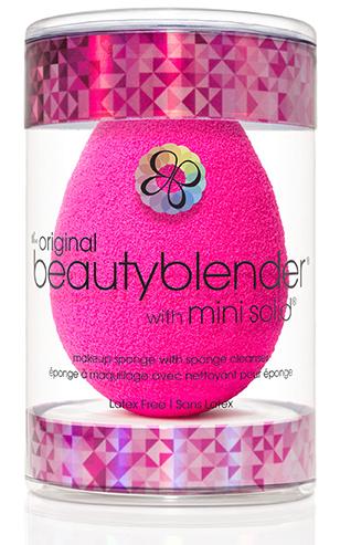 Beautyblender Спонж original и мини мыло для очистки Solid Blendercleanser11144Известный визажист, создающая безупречный и сияющий вид, работающая с макияжами знаменитостей, Рея Энн Сильва изменила подход к макияжу женщин с помощью революционного средства beautyblender. Изначально созданный для профессионалов спонж beautyblender помогал выглядеть безупречно на съемках с использованием камер высокой четкости. Распространившись очень быстро в среде визажистов спонж beautyblender стал не только секретом на съемочной площадке, о нем говорили и его обсуждали в Твиттере. Благодаря своему безлатексному материалу с эксклюзивной структурой открытой ячейки, возможностью повторного использования и простому процессу нанесения (увлажнить/сжать/нанести) спонж beautyblender стал средством, без которого ни один фанат макияжа или ухода за собой не сможет обойтись. Революционная форма делает его использование очень простым, благодаря способности добраться до труднодоступных участков с удивительной лёгкостью. Полностью отсутствуют линии и полосы, которые оставляют угловые и плоские спонжи. Его замшевая текстура чувствительна к прикосновению, а уникальное очертание повторяет контуры лица, делая ваш макияж великолепным и невидимым. beautyblender имеет структуру открытой ячейки, которая наполняется небольшим количеством воды, когда спонж смачивают. Это позволяет спонжу быть наполненным, поэтому средство макияжа остается на поверхности спонжа, а не поглощается им, что дает возможность использовать меньше средства каждый раз. Мыло blendercleanser идеально подходит для очищения спонжа. Удобнодля путешествий, для точечного очищения, для очищения кистей. А легкая отдушка лаванды создаст атмосферу гармонии.