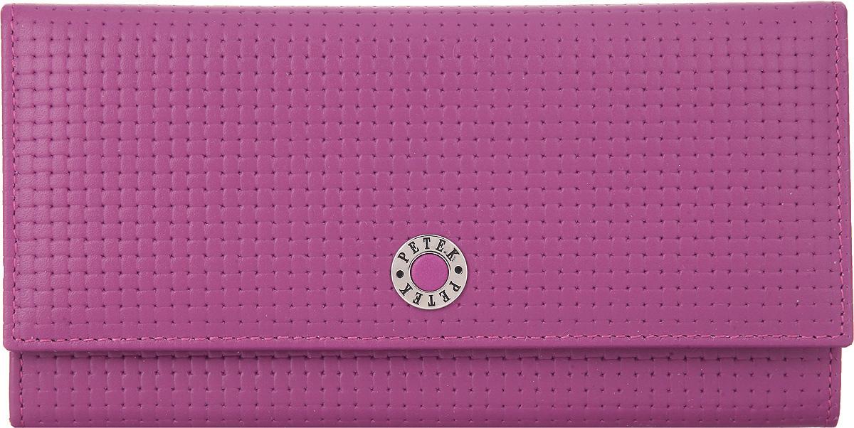 Портмоне женское Petek 1855, цвет: пурпурный. 379.020.16INT-06501Элегантное женское портмоне Petek 1855 выполнено из натуральной кожи с декоративным фактурным тиснением, оформлено металлической фурнитурой с символикой бренда.Изделие закрывается клапаном на кнопку, внутри содержит: отделение для купюр, три кармашка для мелких документов, пять карманов для кредитных карт, один из которых дополнен сетчатой вставкой. Снаружи, на задней стороне изделия, расположены: вместительный открытый кармашек и врезной карман на молнии.Изделие упаковано в коробку из плотного картона с логотипом фирмы.Это очаровательное портмоне непременно подойдет к вашему образу, порадует стилем и функциональностью.