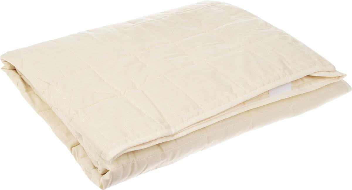 Наматрасник Легкие сны, наполнитель: овечья шерсть, 200 х 200 смCLP446Наматрасник Легкие сны защитит ваш матрас от загрязнений, влаги и пыли, значительно продлевая срок его службы. В качестве наполнителя используется овечья шерсть. Шерсть овцы, благодаря волнистой структуре, хорошо сохраняет тепло и держит форму. Наматрасник, наполненный этим волокном, очень мягкий, легкий и обладает энергетикой натурального материала. Наличие в шерсти ланолина придает изделиям лечебно-профилактические свойства. Проникая в поры кожи, животный жир способствует уменьшению болей в спине. Такой наматрасник станет находкой для людей, страдающих радикулитом. Чехол изделия пошит из поликоттона, прочного и простого в уходе материала, не теряющего своих первоначальных свойств даже при частых стирках. Чехол простеган фигурной строчкой, поэтому наполнитель равномерно распределен внутри и не скатывается. Наматрасник фиксируется по углам при помощи эластичных лент, которые прочно удерживают изделие и не позволяют ему смещаться во время сна. Рекомендуется химчистка. Плотность наполнителя: 200 г/м2.