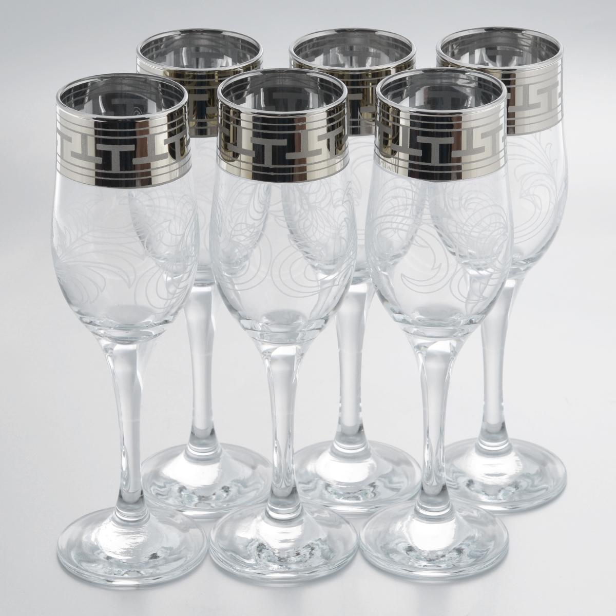 Набор бокалов Гусь-Хрустальный Греческий узор, 200 мл, 6 штVT-1520(SR)Набор Гусь-Хрустальный Греческий узор состоит из 6 бокалов на длинных тонких ножках, изготовленных из высококачественного натрий-кальций-силикатного стекла. Изделия оформлены красивым зеркальным покрытием, белым матовым орнаментом и серебристой каймой в виде греческого узора. Такой набор прекрасно дополнит праздничный стол и станет желанным подарком в любом доме. Разрешается мыть в посудомоечной машине. Диаметр бокала (по верхнему краю): 5 см. Высота бокала: 20,5 см. Диаметр основания бокала: 6,3 см.