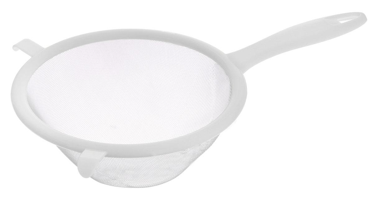 Сито Tescoma Presto, цвет: белый, диаметр 17 см115610Сито Tescoma Presto изготовлено из высококачественной нержавеющей стали и прочного пластика. За обычным дизайном скрывается практичность и функциональность. Эргономичная ручка снабжена отверстием для подвешивания на крючок. С этим ситом вы можете просеивать сыпучие продукты, процеживать компоты и соки. Незаменимо оно станет и для приготовления детских пюре. Удобство в использовании дополняется двумя держателями.Такое сито станет незаменимым аксессуаром на вашей кухне. Можно мыть в посудомоечной машине. Диаметр сита: 17 см. Длина (с учетом ручки): 30 см.
