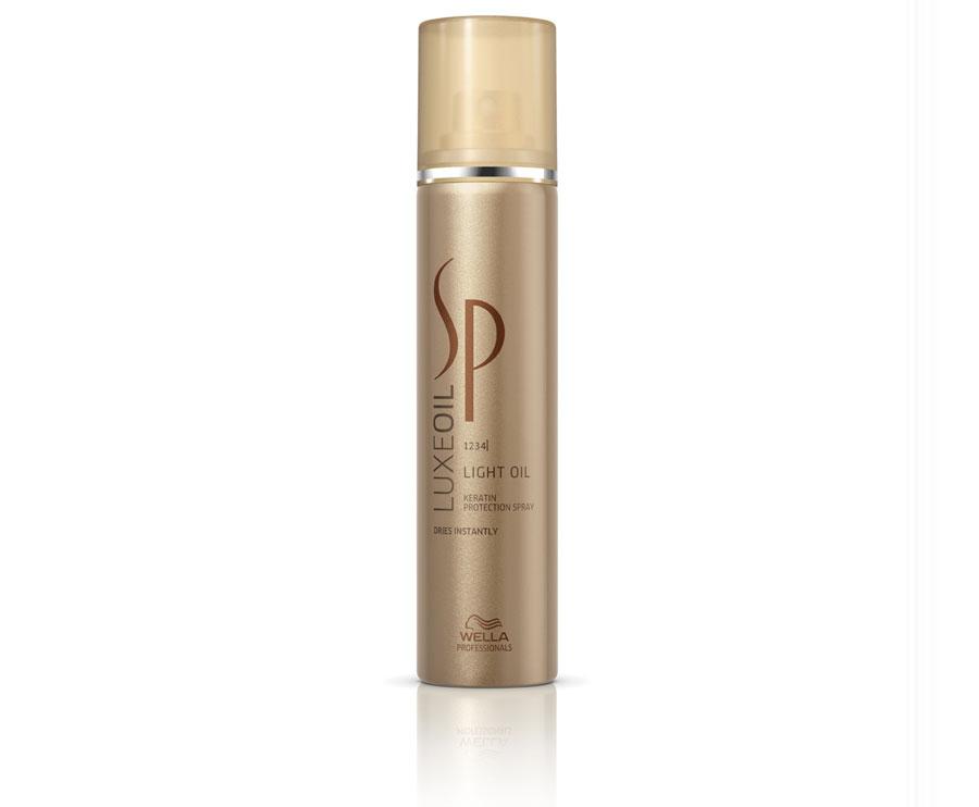 Wella SP Спрей для восстановления кератина волос Luxe Line, 75 млFS-00897Wella SP Luxe Line Спрей для восстановления кератина волос - в формате ультра легкого средства, идеально подходит для тоненьких и ломких волос. Питает волосы заглаживая их поверхность, придает красивое сияние и не оставляет жирных следов на ваших волосах. Разглаживает волос по всей длине, скрывая все его недостатки и повреждения. Это замечательное средство, превращает ваш волос в эластичное полотно. Спрей который восстанавливает кератин, завершает уход за вашими волосами.В состав спрея для восстановления кератина, входит в первую очередь главный элемент, кератин, который восстановит ваши волосы и защитит кератин в структуре каждого локона. Спрей создаст защитную вуаль, обогащая каждый волос драгоценными маслами: аргана, миндаля, жожоба. Масла ухаживаю за волосами и придают естественный уход и насыщает жирными аминокислотами.