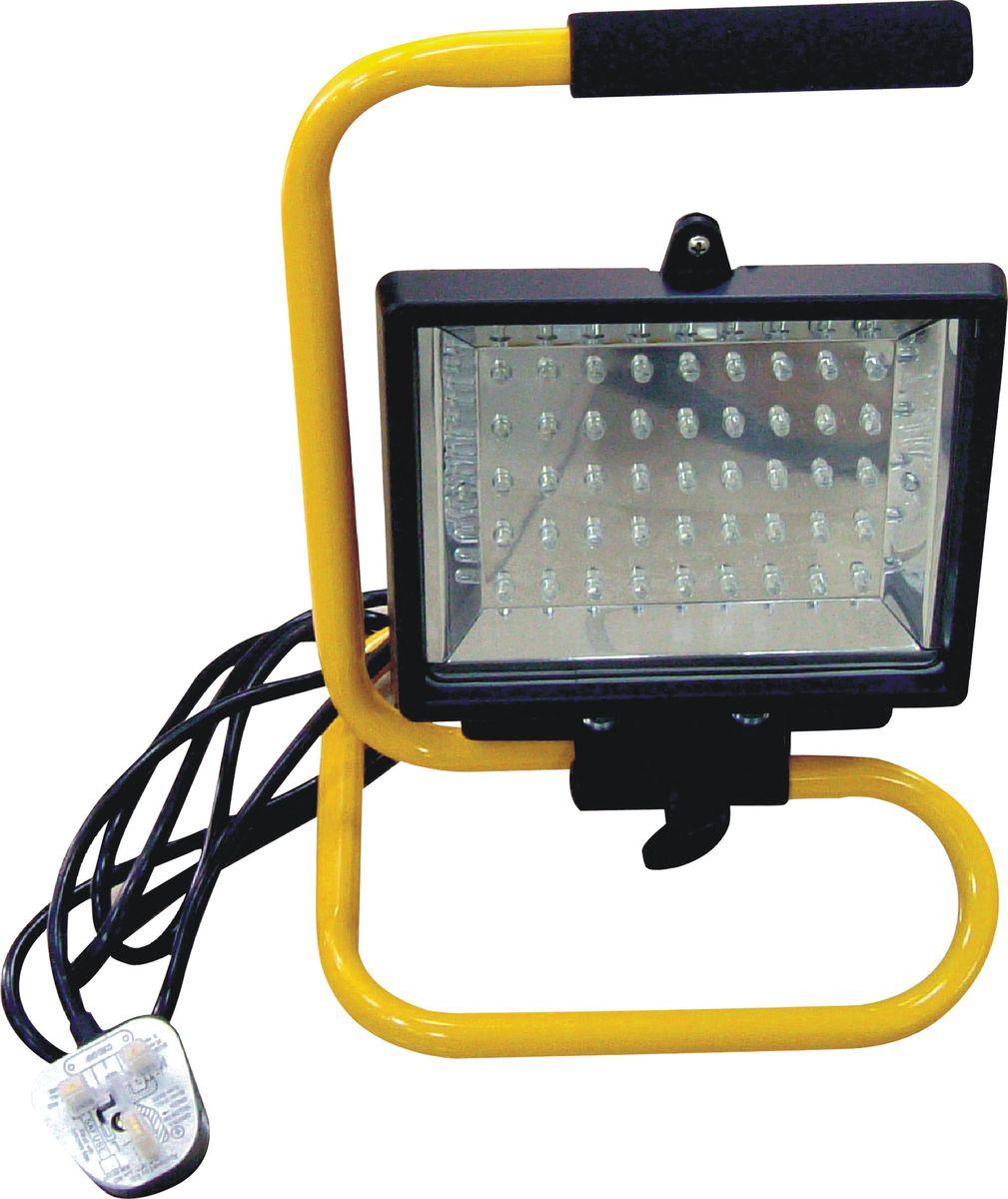Лампа-прожектор гаражная Zipower, светодиодная. PM 4257C0027358Лампа-прожектор Zipower предназначена для локального освещения в гаражах, на парковках, в складских помещения, ангарах, подъездах. Прожектор обеспечивает мощный световой поток, позволяет экономить электроэнергию благодаря использованию 45 современных светодиодов. Изделие устойчиво к перепадам напряжения и может храниться при температуре от –40°С до +50°C. Надежный и устойчивый корпус оснащен рукояткой для переноса.Количество светодиодов: 45.Длина электрического кабеля: 1,8 м