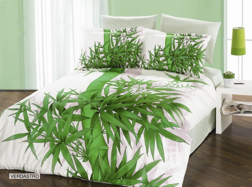 Комплект белья Arya Verdastro, 2-х спальный, наволочки 50x70, 70x70, цвет: светло-зеленыйK100Комплект постельного белья линии Бамбук изготовлен из бамбукового сатина. Постельное белье из бамбука по своим качествам превосходит хлопковый сатин: бамбук не вызывает аллергии, не накапливает статическое электричество, обладает бактерицидными свойствами. Благодаря сатиновому переплетению нитей, бамбуковое постельное белье очень прочное и прослужит вам много лет. Эта ткань почти не мнется. Чтобы получить мягкие и прочные волокна, стебли бамбука подвергают термической обработке. Как и любая другая ткань, бамбуковый сатин на 100% состоит из натуральных волокон. Производитель данного постельного белья- Компания Arya- создана в 1992 году в Стамбуле. Довольно быстро она стала лидером турецкого рынка текстиля. Бренд следует всем веяниям моды, это касается как современных дизайнов, так и инновационных материалов. На нашем сайте вы встретите комплекты из бамбука и эвкалипта, а также из традиционных материалов: сатина, жаккарда, шелка. Все товары соответствуют санитарным и гигиеническим нормам, принятым в России. Готовые изделия в красивых упаковках продают в Турции, России и СНГ. Благодаря большому обороту, Ария поддерживает низкие цены не в ущерб качеству.