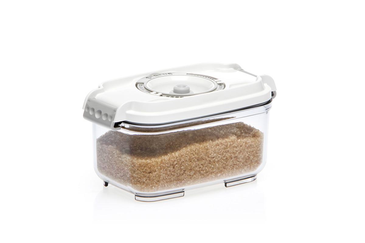 Контейнер вакуумный Status, цвет: прозрачный, белый, 0,5 лFD 992Вакуумный контейнер Status рекомендован для хранения следующих продуктов: сахара, кофе, травы, специи, различные сладости.Благодаря использованию вакуумных контейнеров, продукты не подвергаются внешнему воздействию и срок хранения значительно увеличивается. Продукты сохраняют свои вкусовые качества и аромат, а запахи в холодильнике не перемешиваются.Контейнер изготовлен из прочного хрустально-прозрачного тритана. На крышке - индикатор даты (месяц, число).Допускается замораживание (до -21 °C), мойка контейнера в посудомоечной машине, разогрев в СВЧ (без крышки).Объем контейнера: 0,5 л.Размер: 15,5 х 9 х 8,5 см.