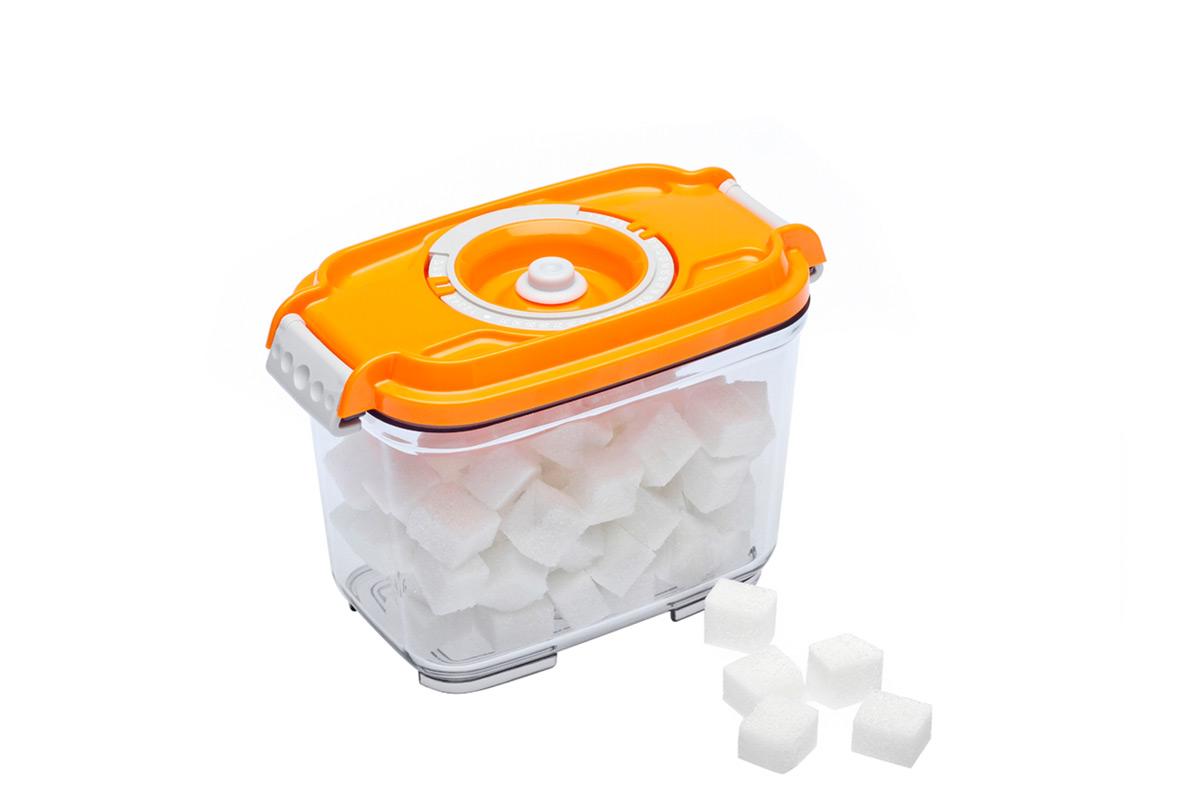 Контейнер вакуумный Status, цвет: прозрачный, оранжевый, 0,8 л4630003364517Вакуумный контейнер Status рекомендован для хранения следующих продуктов: фрукты, овощи, хлеб, колбасы, сыры, сладости, соусы, супы.Благодаря использованию вакуумных контейнеров, продукты не подвергаются внешнему воздействию и срок хранения значительно увеличивается. Продукты сохраняют свои вкусовые качества и аромат, а запахи в холодильнике не перемешиваются.Контейнер изготовлен из прочного хрустально-прозрачного тритана. На крышке - индикатор даты (месяц, число).Допускается замораживание (до -21 °C), мойка контейнера в посудомоечной машине, разогрев в СВЧ (без крышки).Объем контейнера: 0,8 л.Размер: 15,5 х 9 х 10,5 см.