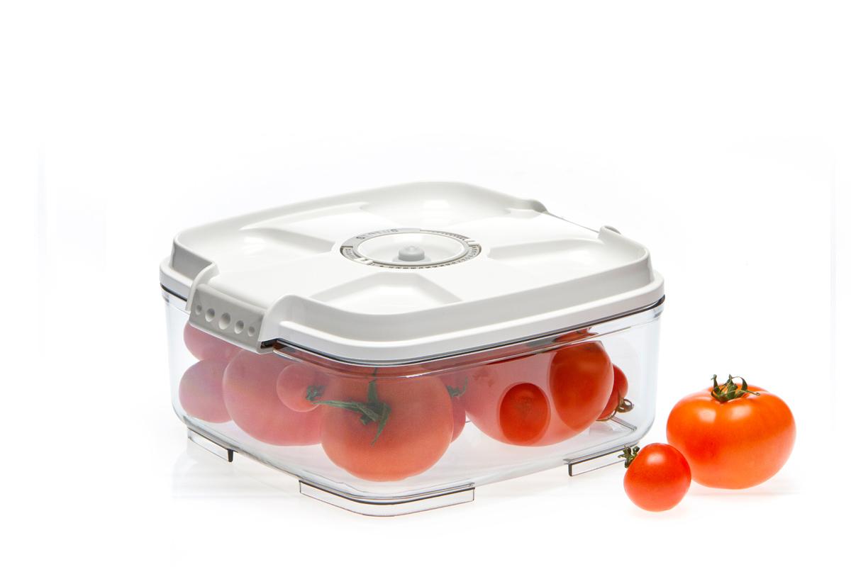 Контейнер вакуумный Status, цвет: прозрачный, белый, 2 л. VAC-SQ-20VT-1520(SR)Вакуумный контейнер Status рекомендован для хранения следующих продуктов: фрукты, овощи, хлеб, крупа, мука, сухофрукты, колбасы, сыры, соусы, супы.Благодаря использованию вакуумных контейнеров, продукты не подвергаются внешнему воздействию и срок хранения значительно увеличивается. Продукты сохраняют свои вкусовые качества и аромат, а запахи в холодильнике не перемешиваются.Контейнер изготовлен из прочного хрустально-прозрачного тритана. На крышке - индикатор даты (месяц, число).Допускается замораживание (до -21 °C), мойка контейнера в посудомоечной машине, разогрев в СВЧ (без крышки).Объем контейнера: 2 л.Размер: 22 х 22 х 10 см.